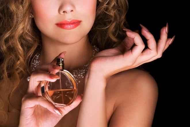 5 sai lầm phổ biến khi sử dụng nước hoa không phải ai cũng biết - Làm đẹp
