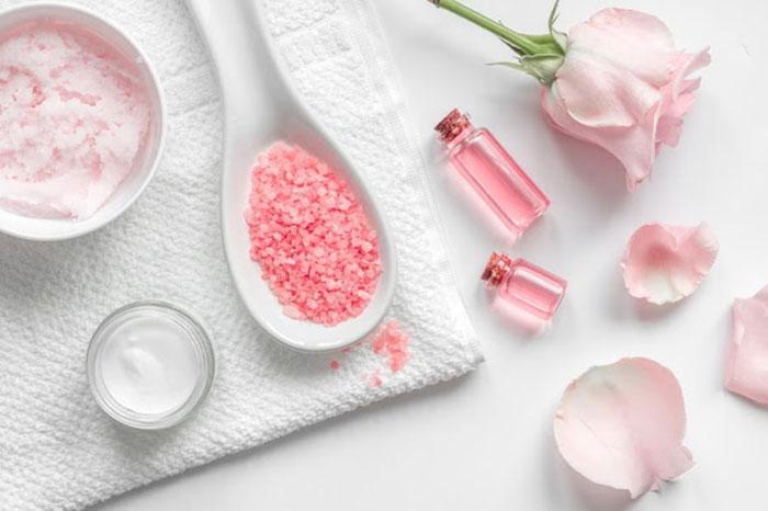 Theo bạn, nước hoa hồng có tác dụng gì?